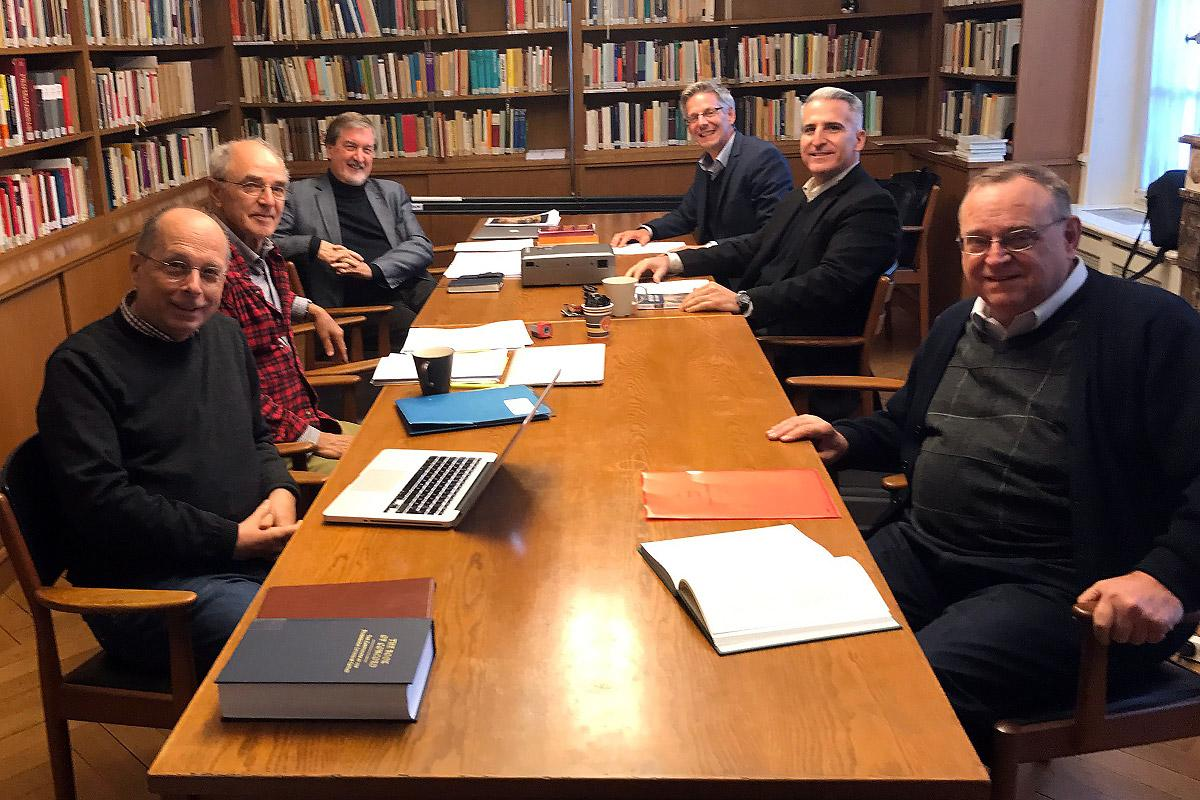 The team drafting the final report from the trilateral dialogue, and colleagues supporting them during the meeting in Strasbourg: from left to right; Prof. Theodor Dieter (Lutheran), Prof. John Rempel, Rev. Dr Larry Miller and Prof. Fernando Enns (Mennonite) and Rev. Avelino Gonzalez and Prof. William Henn (Catholic). Photo: Avelino Gonzalez