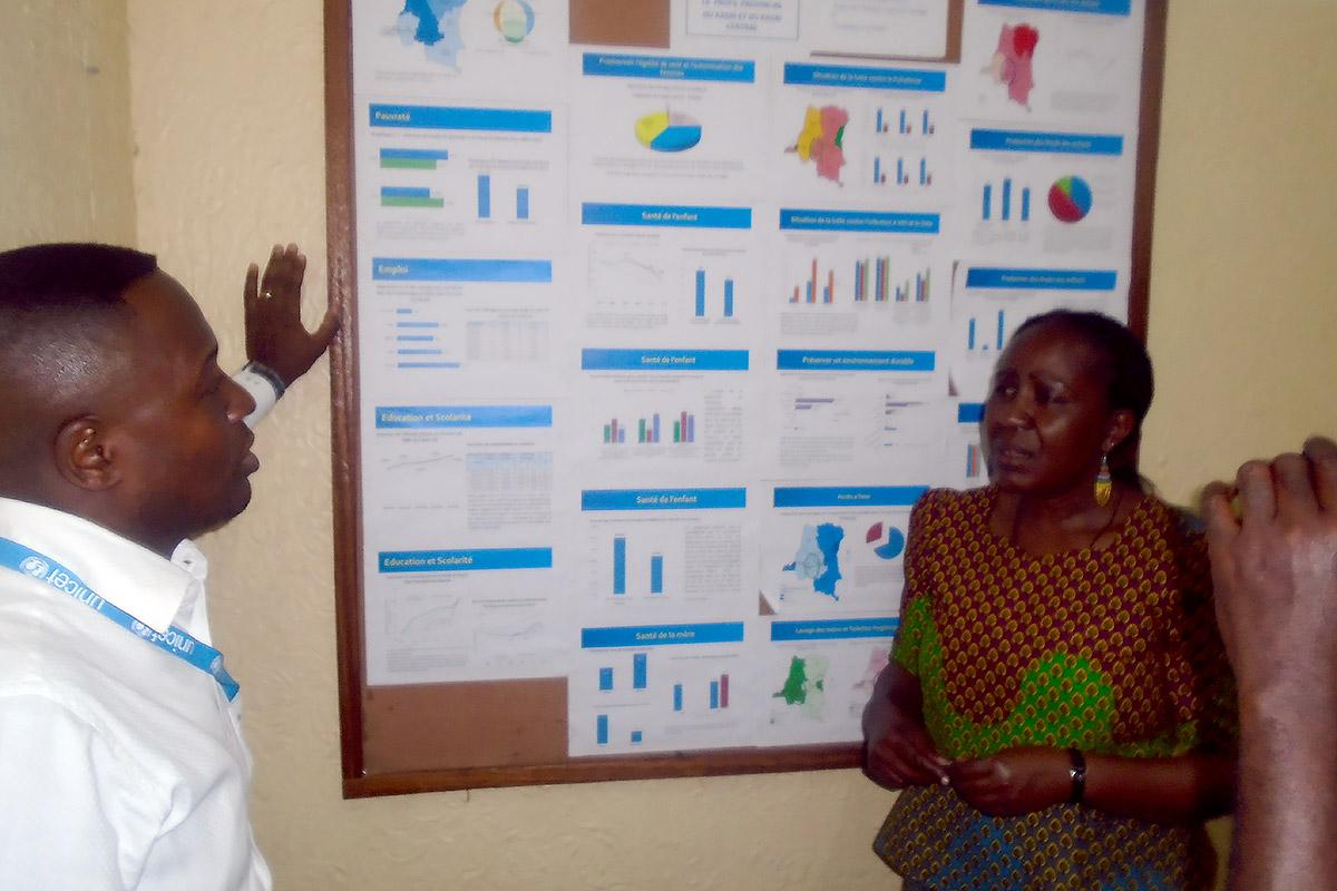 Patrick Matala head of Unicef Kananga explaining access to basic services to Anne Wangari from LWF. Photo: LWF/DRC