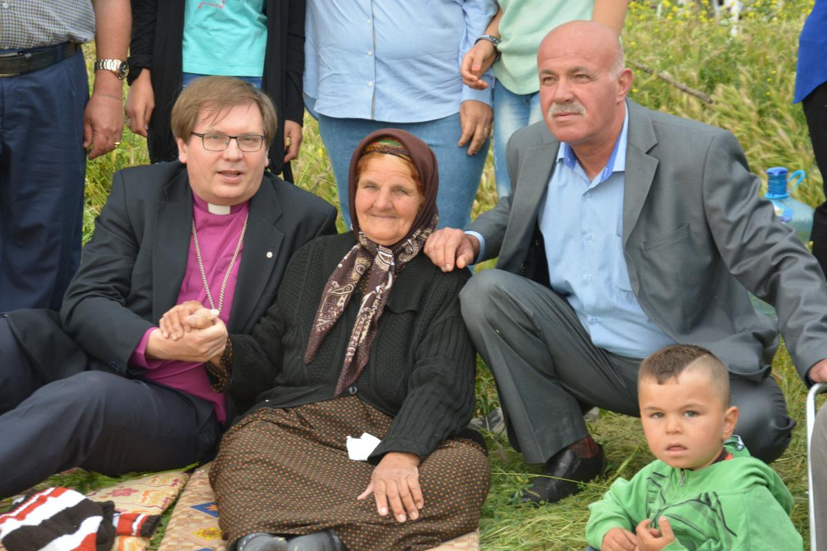 Bishop Dr Tamas Fabiny, Northern Diocese of the Evangelical Lutheran Church in Hungary sits with displaced people in northern Iraq. Photo: ELCH Northern Diocese