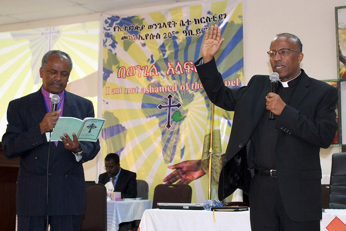 Rev. Yonas Yigezu, right, pledges to lead the Ethiopian Evangelical Church Mekane Yesus with unity and love. On left, outgoing EECMY president, Rev. Dr Wakseyoum Idosa. Photo: EECMY/Tsion Alemayehu