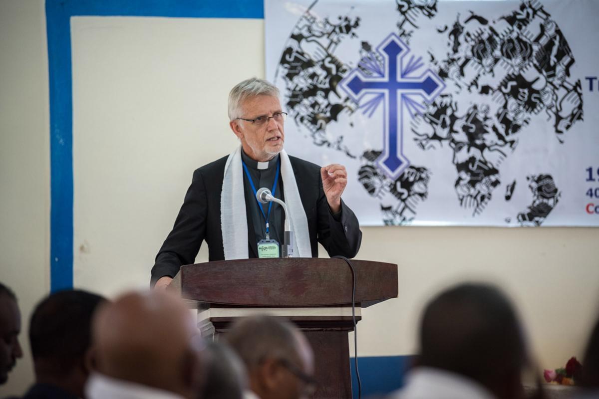 Rev. Dr Martin Junge speaks at CMCR.