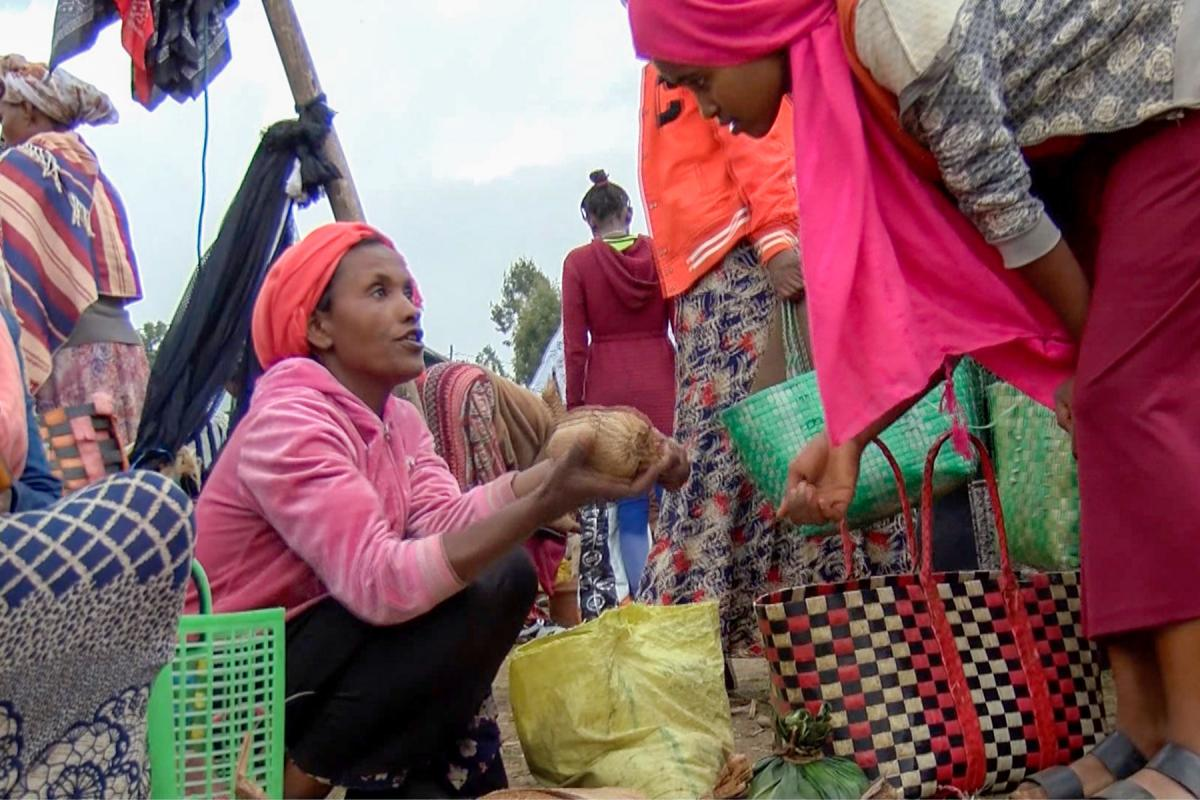 Returnee women migrants now earn income from their own businesses, supported by Symbols of Hope Ethiopia. Photo: EECMY-DASSC