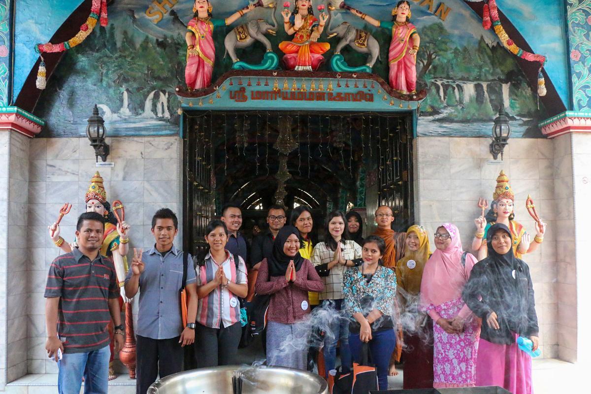 Participants visit the Kuil Shri Mariamman temple, Medan. 2017. Photo: A. Yaqin
