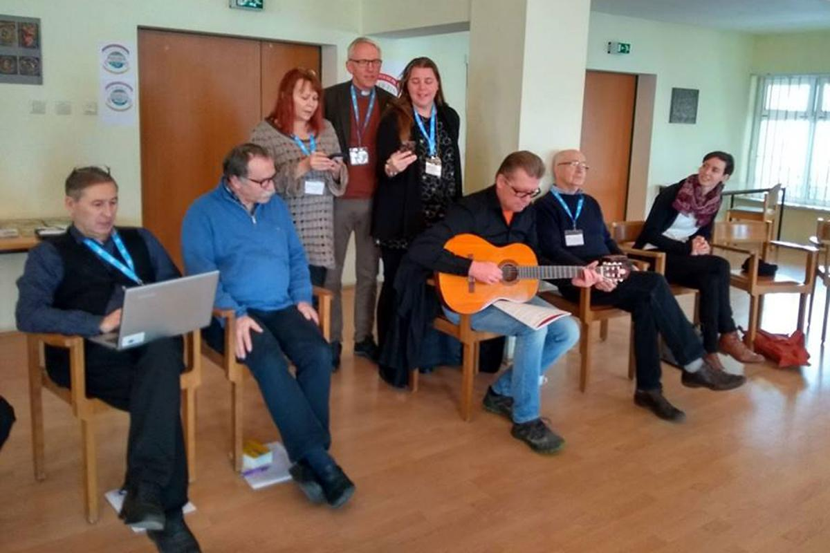Participants at the LWF Workshop People on the Move – Bridges or Walls?, singing the Santa Lucia Song. December 2018 in Sibiu Romania. Photo: David Lin