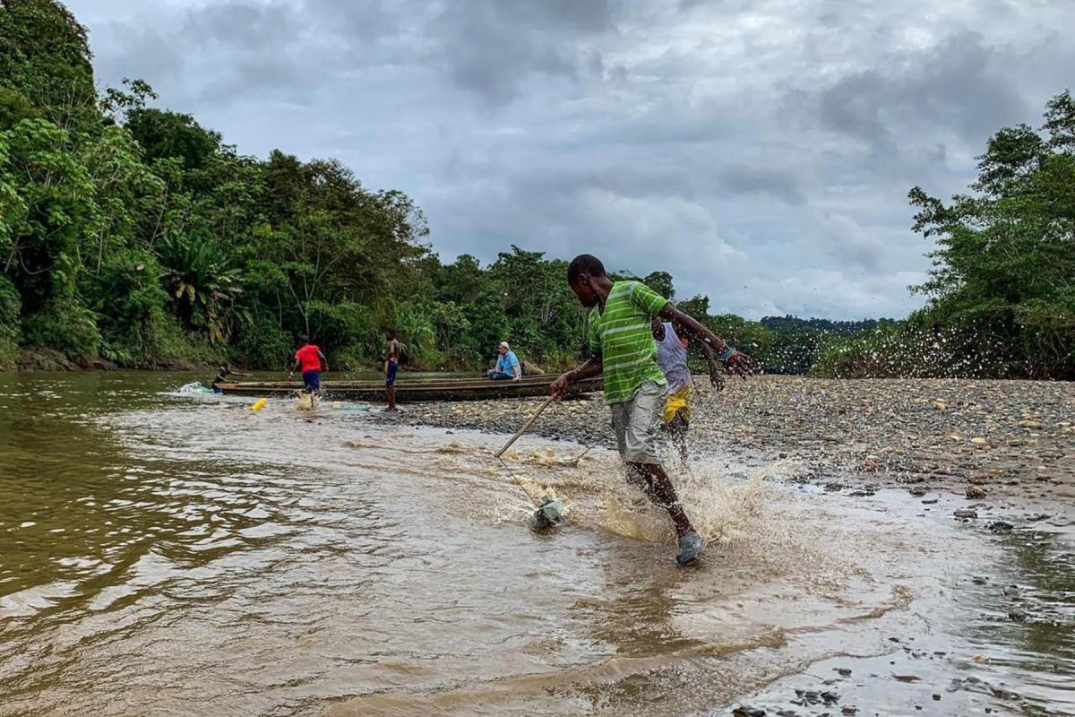 Youth playing on the banks of Río Pogue in Atrato, northwestern Colombia. The LWF supports local communities to uphold their rights and protect the Atrato River, which has been polluted by material from extractive industries for decades. Photo: LWF/G. A. Moreno Clavijo