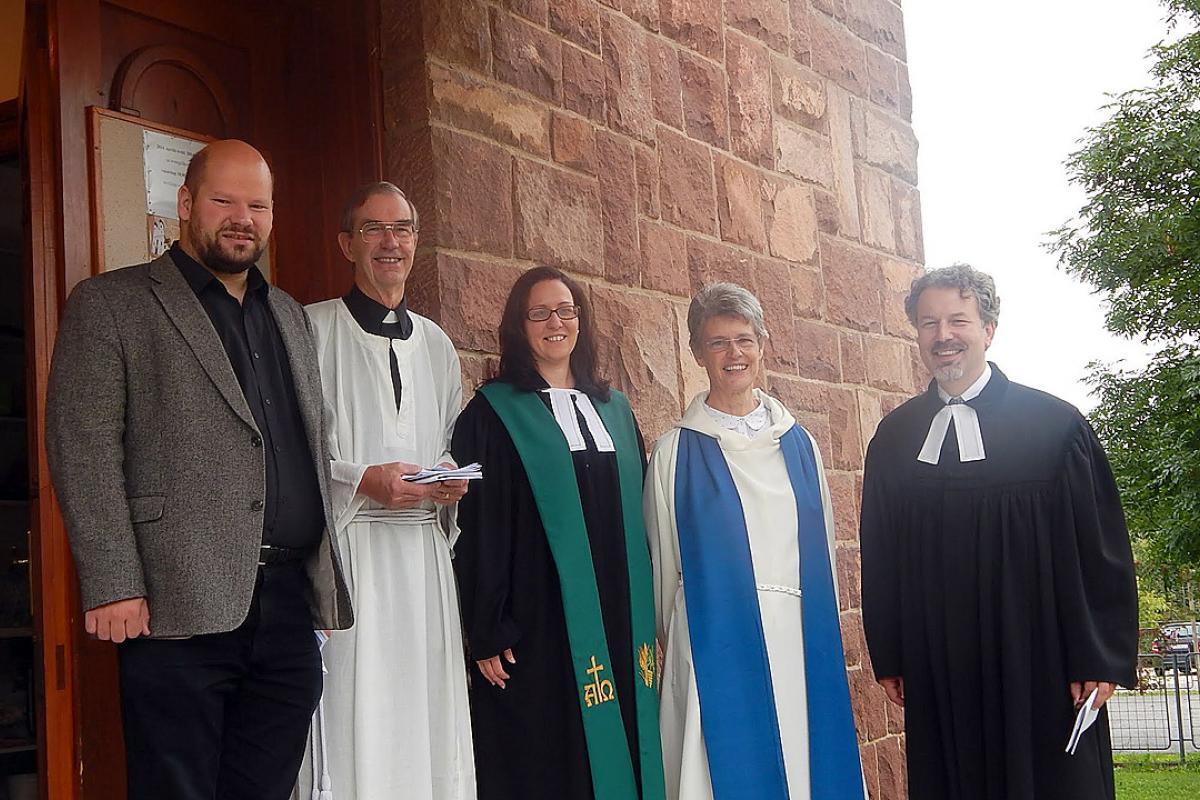 Left to right: Dr Virgil László (ELCH), Canon Dick Lewis (ALS Secretary), Rev. Mária Szücs (ELCH), Rev. Helen Harding (Anglican) and Rev. György Aradi (ELCH) at the conference in Révfülöp. Photo: ELCH