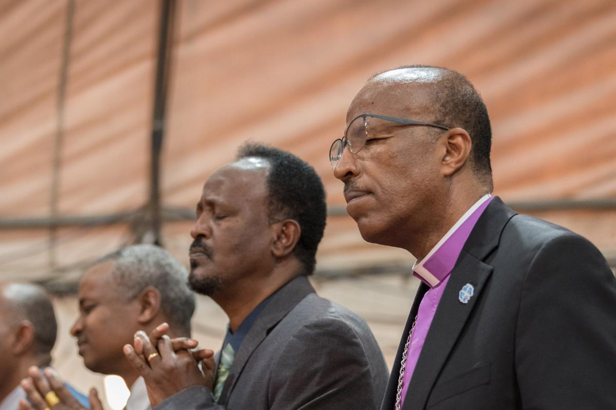 EECMY President Rev. Yonas Yigezu Dibisa and other congregants during Sunday worship in one of the church's congregations in the capital Addis Ababa. Photo: LWF/Albin Hillert
