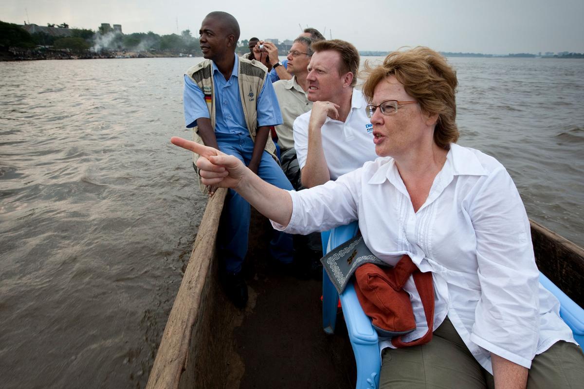 Cornelia Füllkrug-Weitzel on a boat trip on the Congo River, Democratic Republic of Congo, 2010. Photo: Christoph Püschner/Brot für die Welt