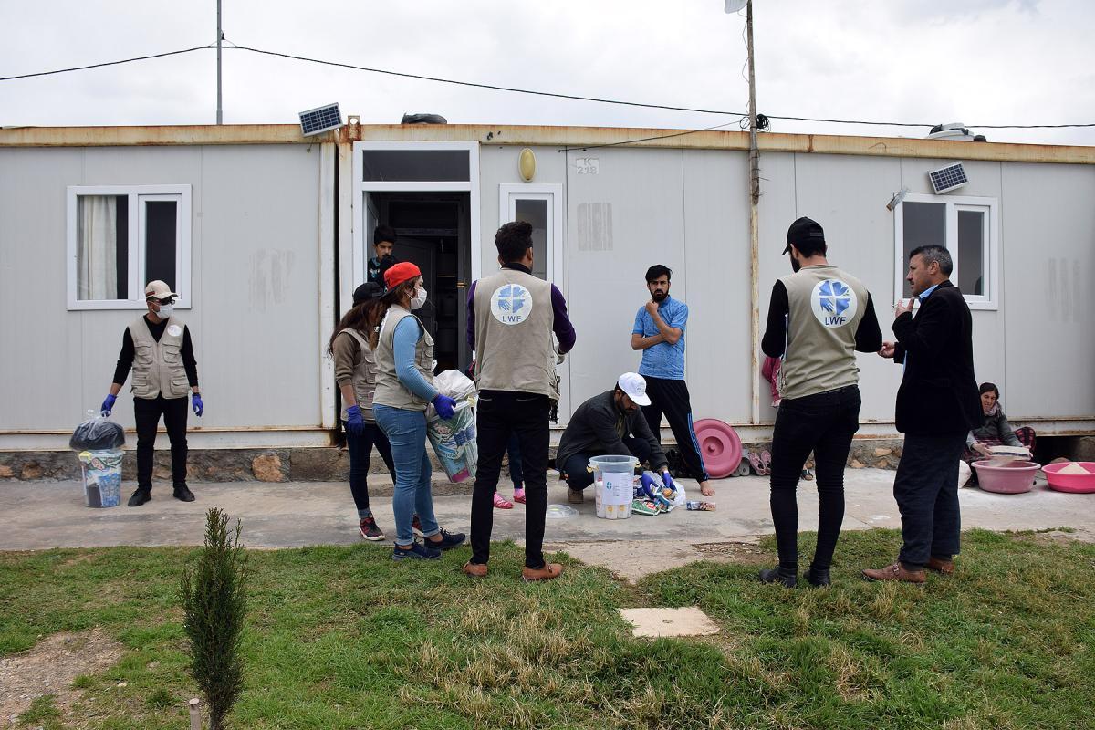 LWF staff distribute hygiene kits door-to-door to families living in Dawodiya IDP camp in northern Iraq. All Photos: LWF WS Iraq