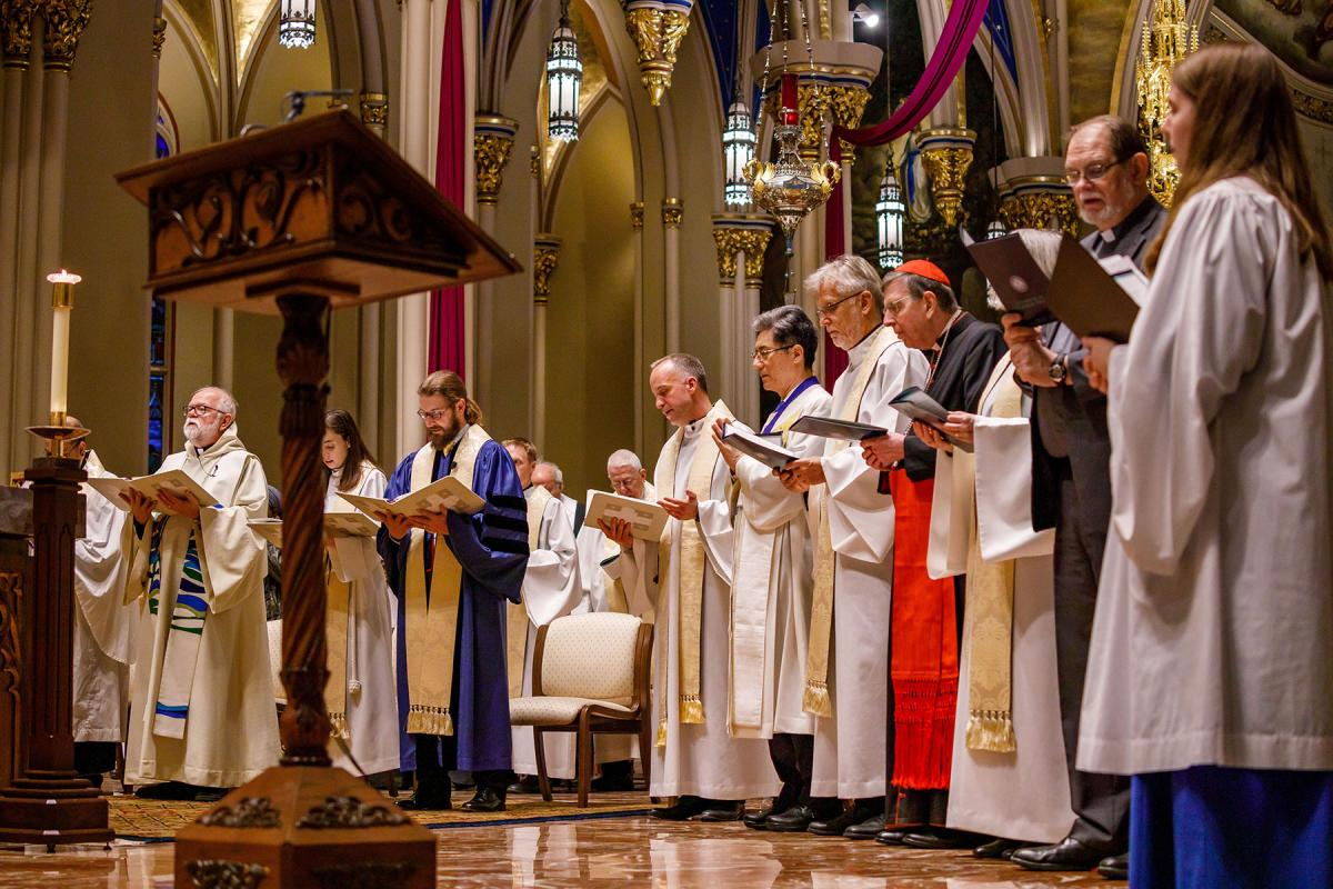 Attending the service as guests of honor: WMC President Rev. Dr JC Park; LWF General Secretary Rev. Dr Martin Junge; Kurt Cardinal Koch, President of the Pontifical Council for Promoting Christian Unity (Roman Catholic Church); Very Rev. Dr Sarah Rowland Jones, Dean of St Davids Cathedral in Wales (Anglican Communion); and WCRC General Secretary Rev. Dr Chris Ferguson. Photo: Peter Ringenberg/University of Notre Dame