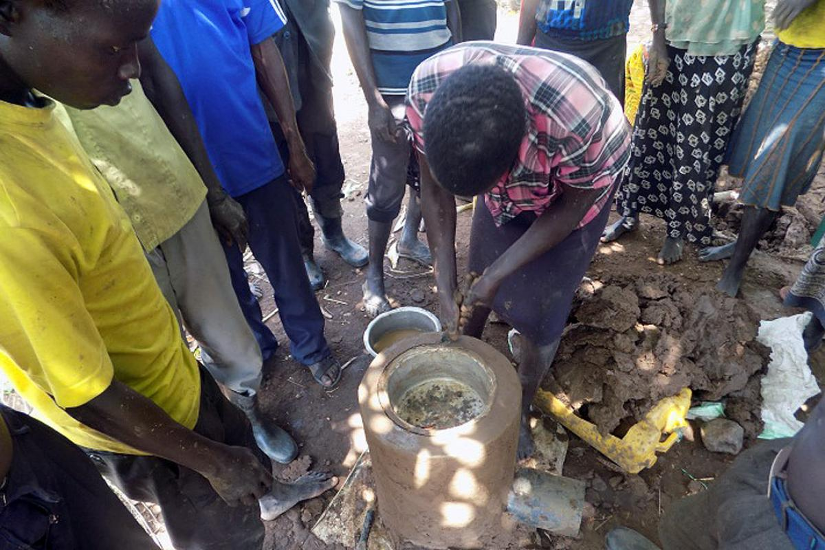 Dozens of people turned out to learn how to make energy-efficient stoves. Photo: LWF Uganda