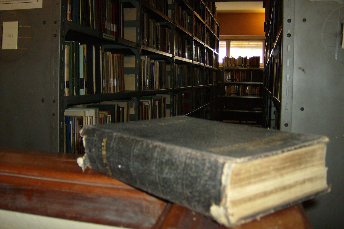 Books from the library formerly housed at the Evangelical Institute of Higher Theological Studies (ISEDET) which closed in 2016. Photo: ISEDET Library Archive