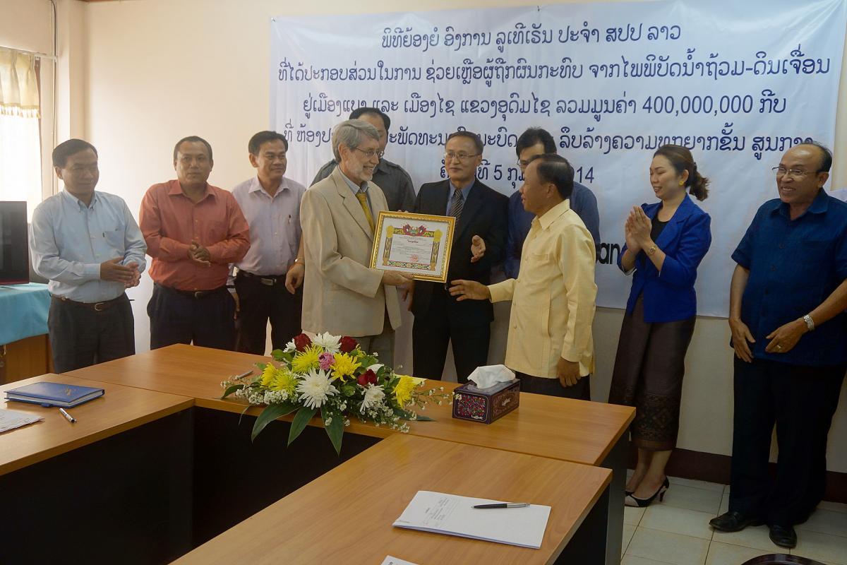 Mr David Mueller, LWF regional representative for Southeast Asia, receives the Laos' government award. Photo: LWF/DWS Laos/Alounsavanh Xaysonkham