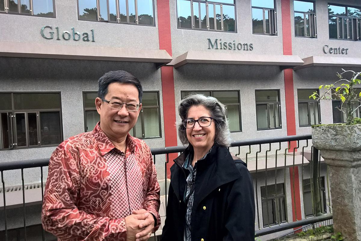 Rev. Tham Wan Yee, of the Assemblies of God in Malaysia, and Rev. Dr Cheryl Peterson, of the Evangelical Lutheran Church in America. Lutherans and Pentecostals have begun a five-year dialogue to seek better understanding. Photo: LWF/Rev. Dr Kaisamari Hintikka