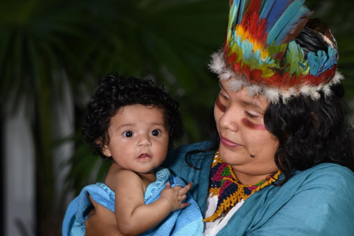 This year's LWF Christmas card features an indigenous mother and child from Guyana. Photo: Cleveland Bradford/Eclipse Digitalphoto Studio