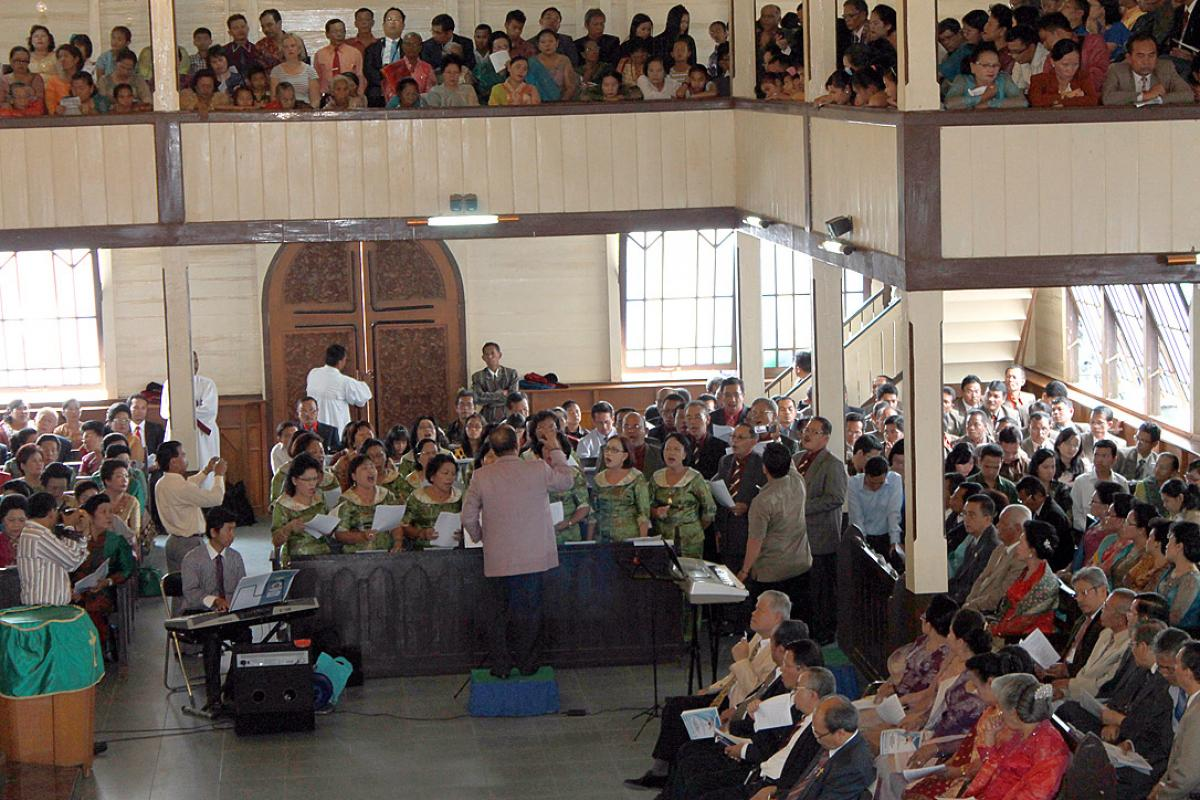 Worship in an Indonesian Lutheran congregation. Photo: HKBP/Fernando Sihotang