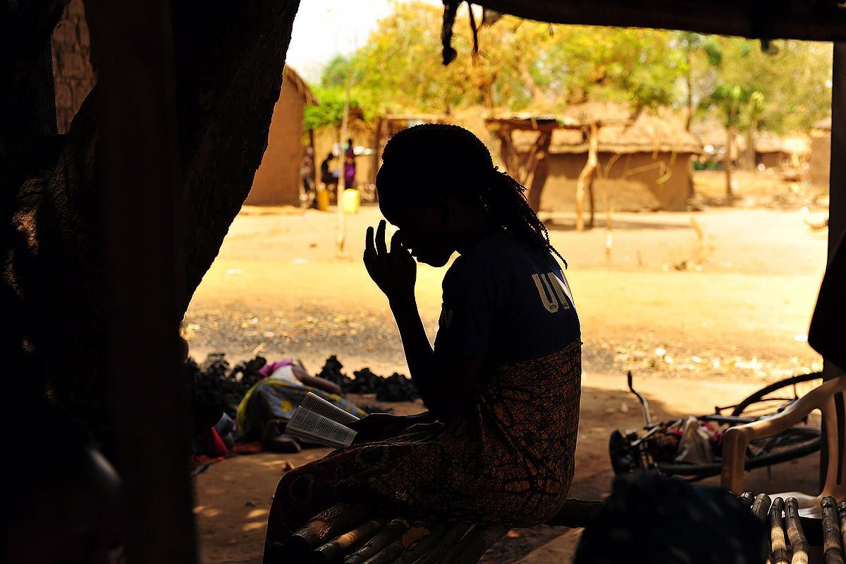 Market in Boroli refugee settlement, Adjumani. South Sudanese refugees have opened shops and are selling their fruits and vegetables here. Northern Uganda South Sudan refugee crisis. Photos: LWF/ C. Kästner