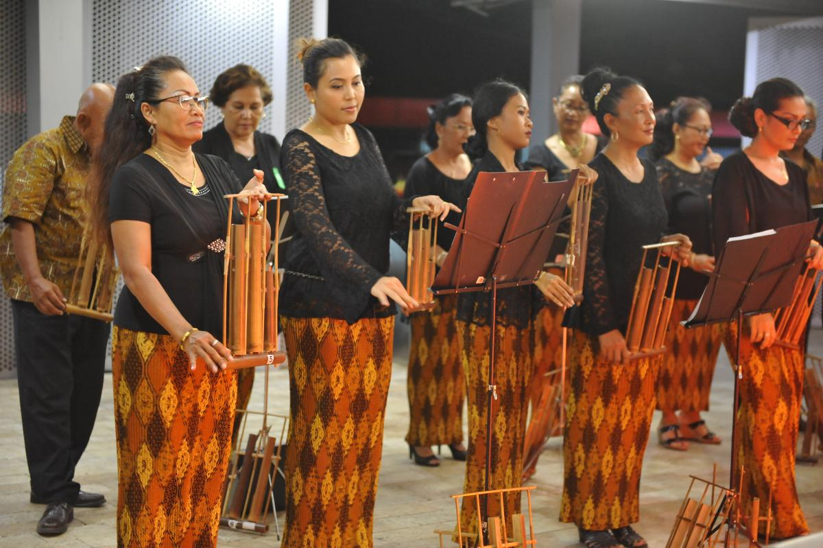 A Javanese traditional music band performs during a cultural evening of the LWF Pre-Assemblies for LAC and North America, in Paramaribo, Suriname. Photo: LWF/P. Mumia