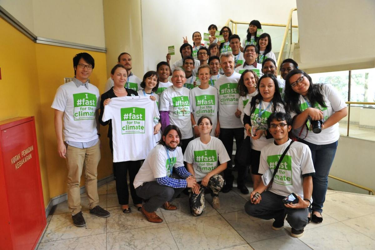 LWF President, Bishop Munib Younan, General Secretary, Rev. Dr Martin Junge and young council members advocate for climate justice. Photo: LWF/Sean Hawkey