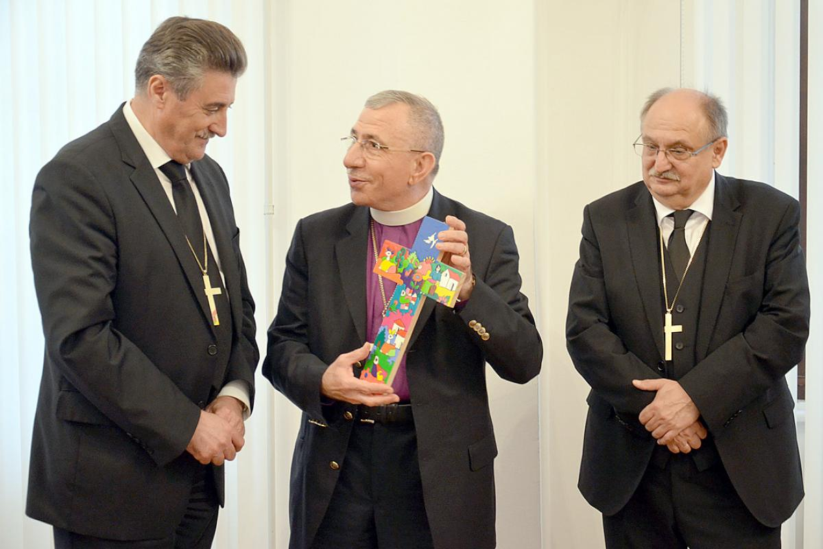 Bishops Ernisa and Filo from Slovenia presented with gift from Bishop Younan (center) at reception in Lutheran Church Ljubljana. Photo: LWF/H. Martinussen