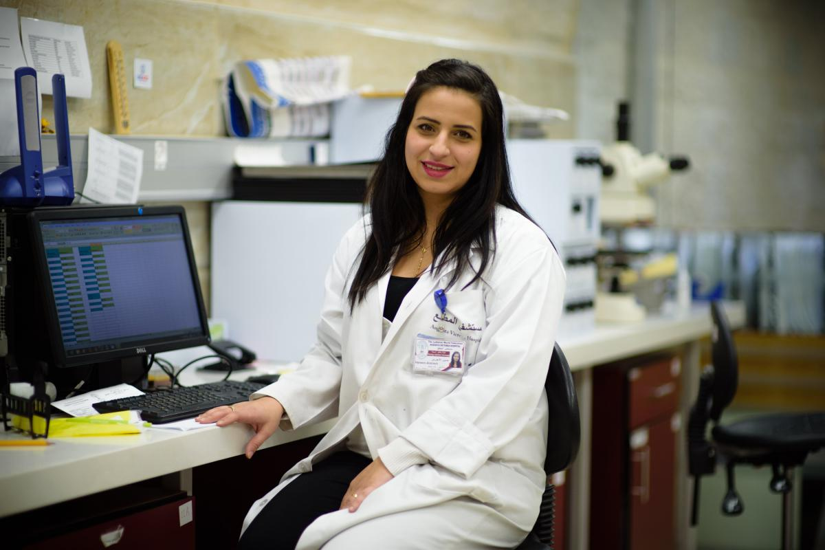 Haneen, a molecular lab technician at AVH since 2011, examines biopsies and provides cancer diagnoses in consultation with hospital pathologists. LWF/M. Renaux