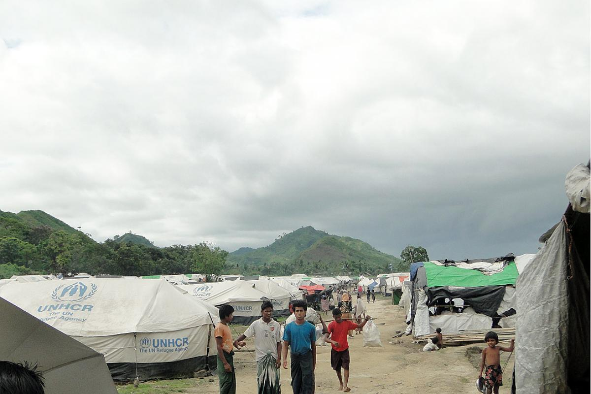 Aid agencies provide reilef in a camp for internally displaced people before the monsoon season. Many IDP camps were set-up on paddy fields which are prone to flooding in the rainy season. Photo: Evangelos Petratos EU/ECHO, CC-NC-ND (archive photo)