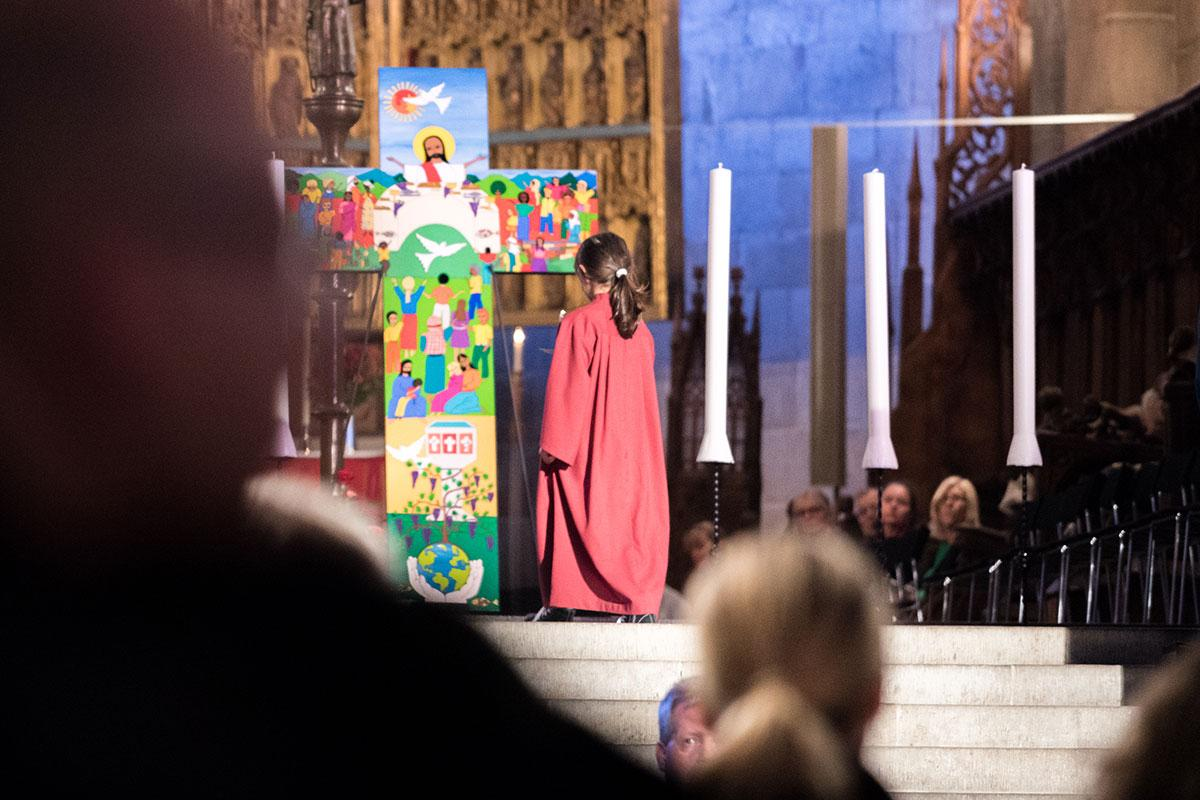 Participants prepare for the 31 October 2016 prayer service in Lund Cathedral, Sweden. The Salvadoran cross used for the event depicts the Triune God's creative, reconciling and sanctifying work. Photo: LWF/Albin Hillert