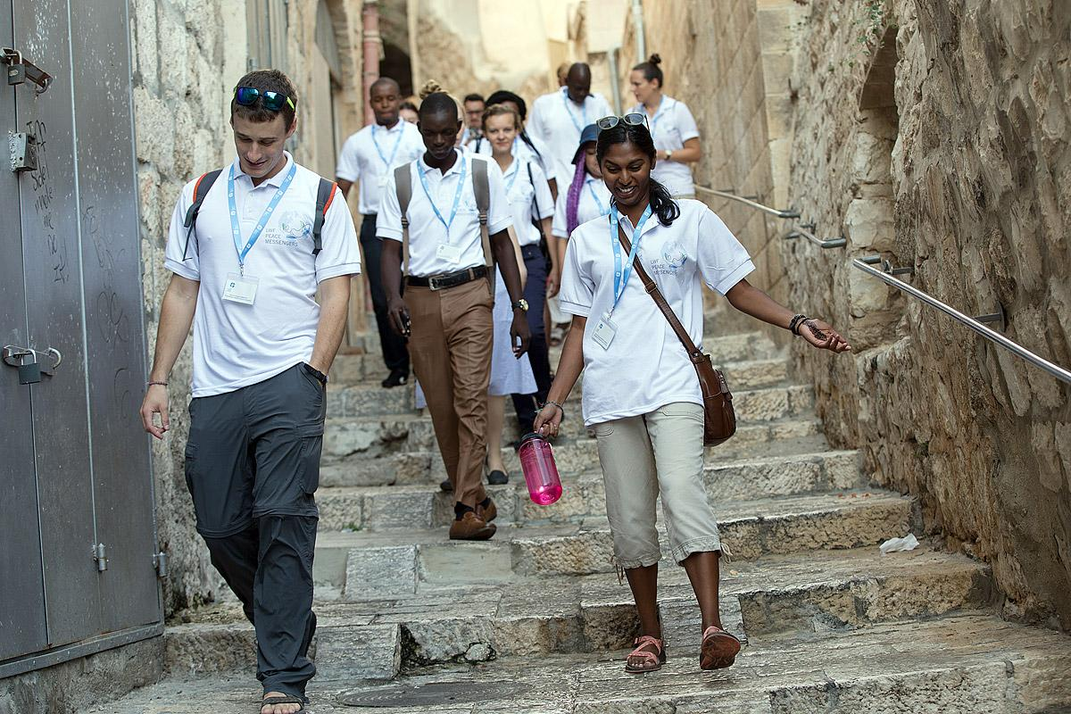 During a city tour, the international participants from eight countries and different faith traditions discover the Holy Sights of Christians, Muslims and Jews in Jerusalem. Photo: LWF/Ben Gray