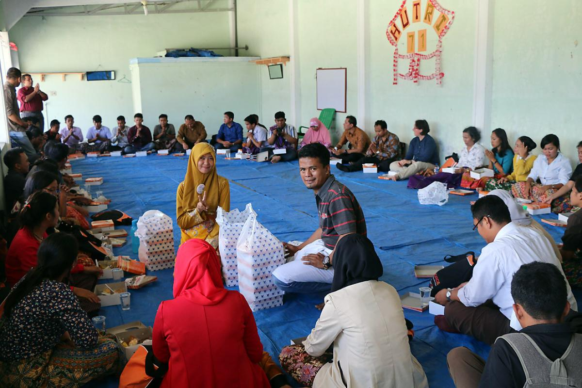 Communal meal after the Parmalim worship in Medan. Photo: A. Yaqin