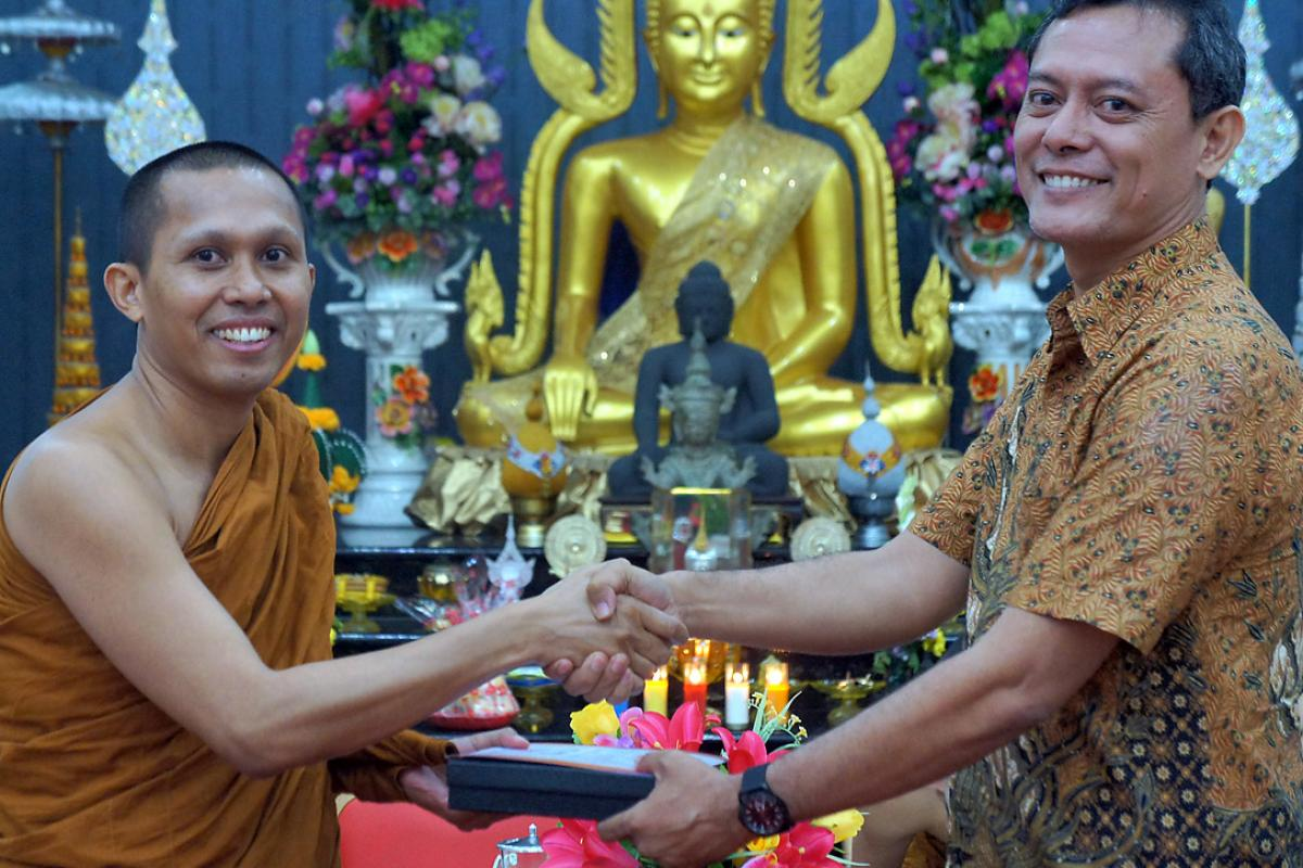 A monk from the Indonesia Theravada Buddhist Centre, Medan, welcomes Dr Leonard C. Epafras, INGAGE program coordinator. Photo: A. Yaqin