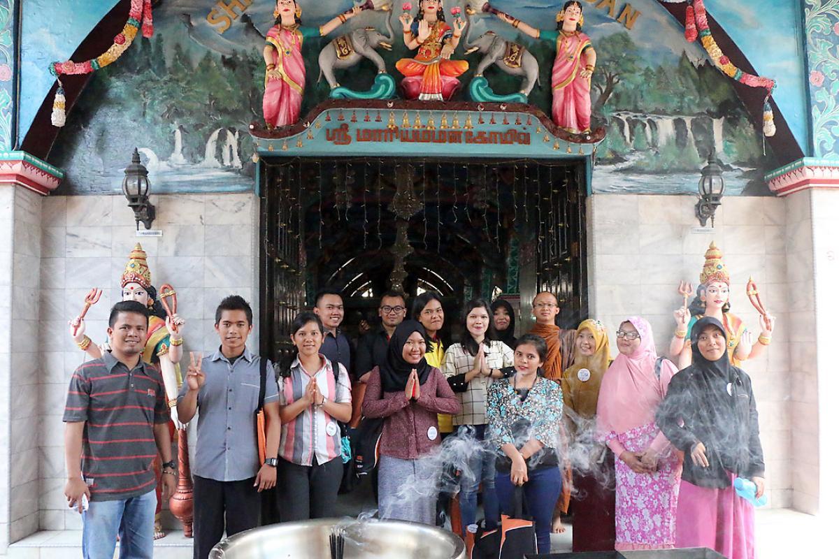 Participants visit the Kuil Shri Mariamman temple, Medan. Photo: A. Yaqin