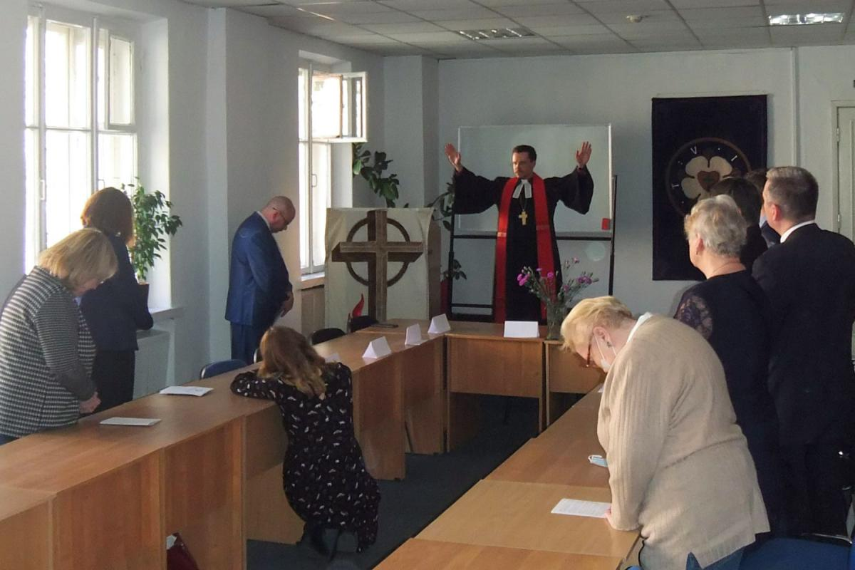 Blessing by the Archbishop of the Evangelical Lutheran Church of Russia, Dietrich Brauer, at the inauguration of the new rooms of the Theological Seminary. Photo: ELCR