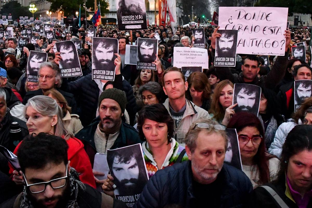 "Demonstrators in the Argentine capital Buenos Aires, calling for the ""appearance with life"" of activist Santiago Maldonado. Photo: Infobae"