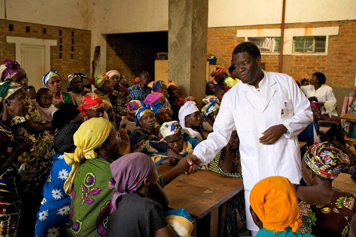 Dr Denis Mukwege with women at Panzi Hospital in Bukavu, Democratic Republic of the Congo. Photo: Torleif Svensson