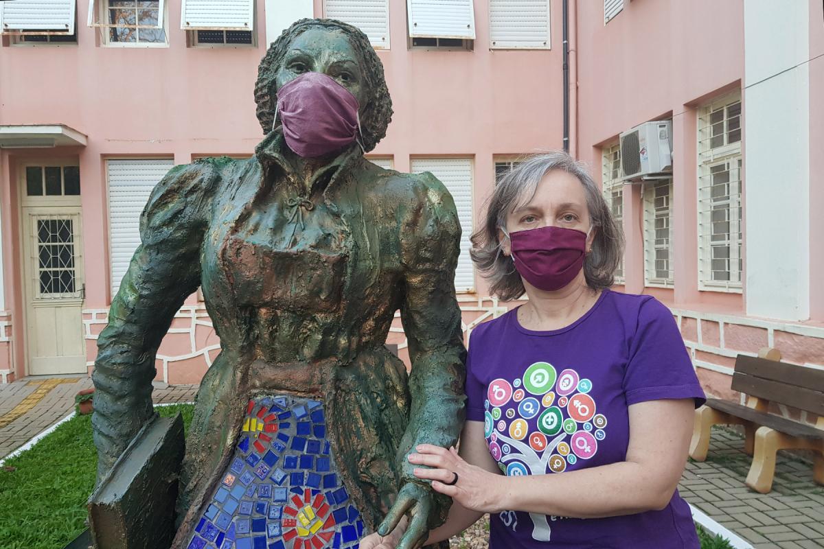 Rev. Dr Marcia Blasi standing next to a statue of Katharina von Bora at Faculdades EST, Brazil. Photo: Private