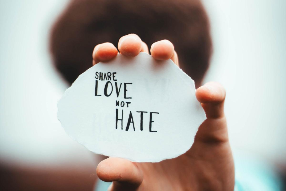 The World Association for Christian Communication has published a new report on countering hate speech online. Photo: Unsplash/Dan Edge