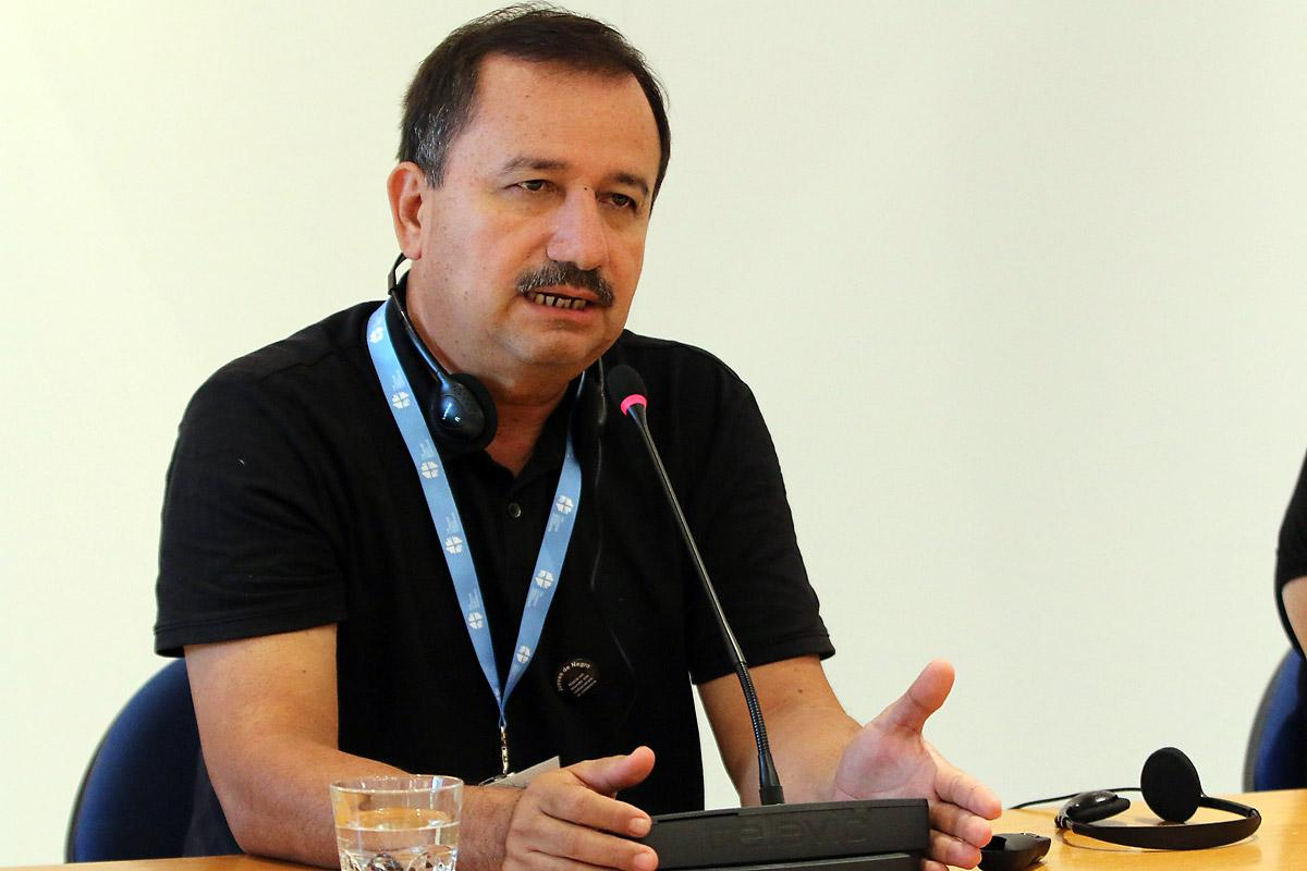 Rev. José Pilar Álvarez Cabrera, president of the Guatemala Lutheran Church, gives his testimony on human rights' defenders at the advocacy training by faith-based organizations, held at the Ecumenical Center in Geneva. Photo: LWF/Peter Kenny