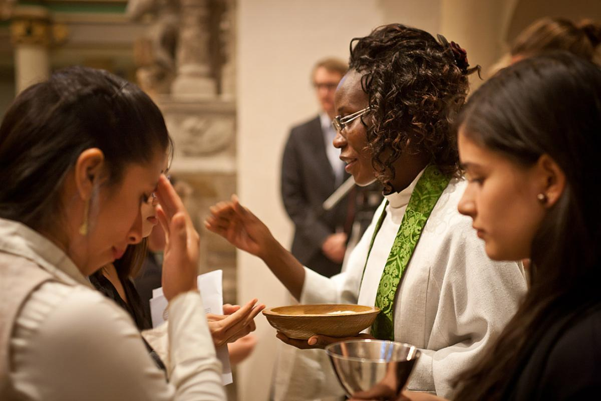Namibian Lutheran pastor Rev. Lyauvika Nashuuta distributes the sacrament at the closing worship of the 2015 international Global Young Reformers' Network workshop in Wittenberg, Germany. Photo: LWF/Marko Schoeneberg