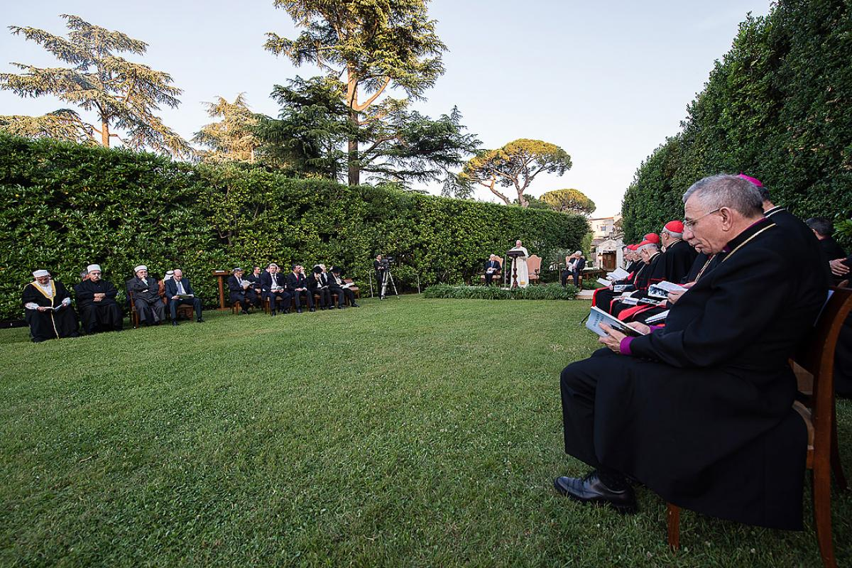 LWF President Bishop Munib A. Younan (right) attending the prayer for peace in the Middle East at the Vatican. Photo: Osservatore Romano